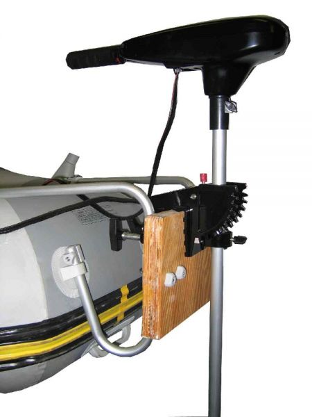 как крепить электромотор на лодку